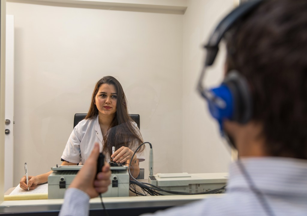Audiometry exam - Hearing test - Audiologist - Audiometer - Ear test